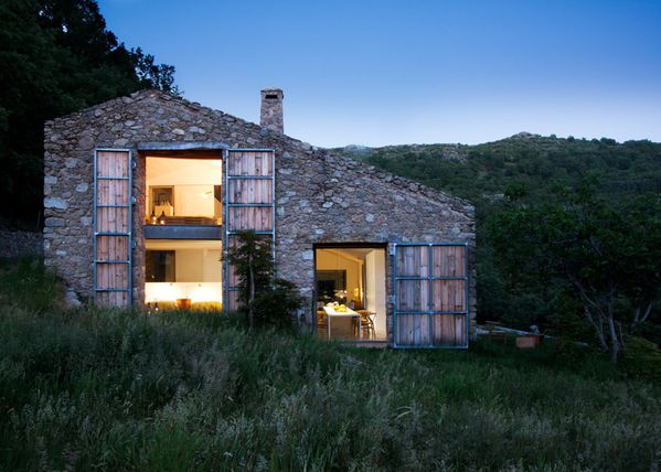 dezeen Off-Grid-Home-in-Extremadura-by-Abaton ss 1