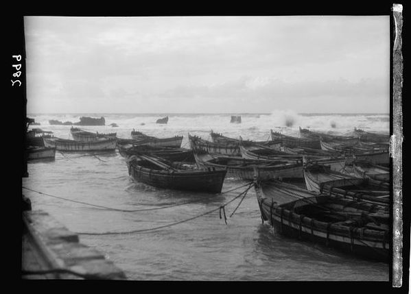 Jaffa. A stormy sea. Barges inside the rocks 1920-1933