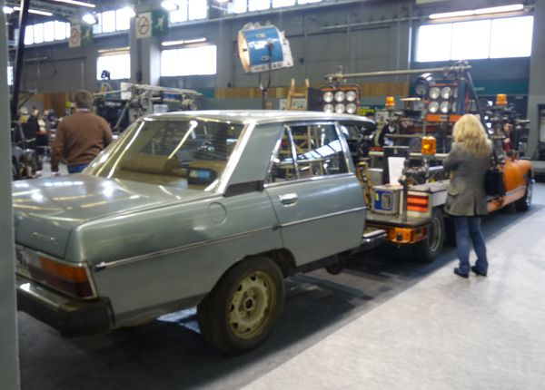Voiture traveling Peugeot 604 159