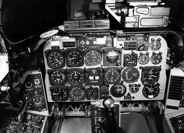 Photo 26 Instrument-Panel-North-American-F-100D-20-NA-Super