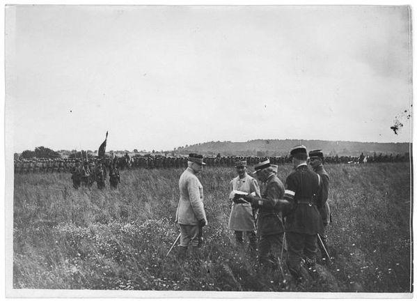 Petain et Drapeau du Régiment du MAROC du 26 juillet 1917