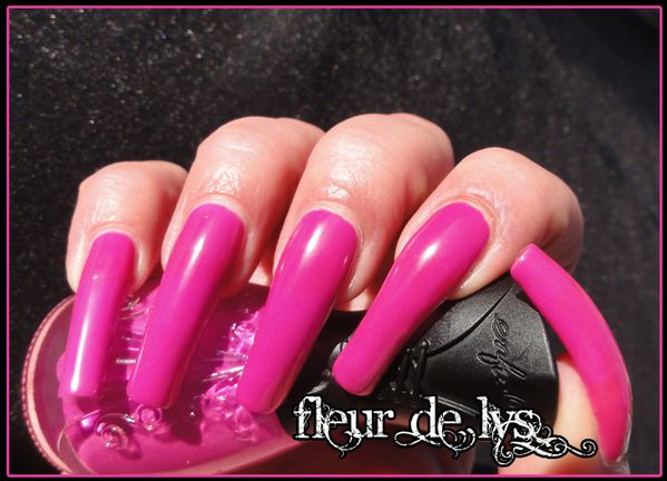 Beau vernis ongles rose