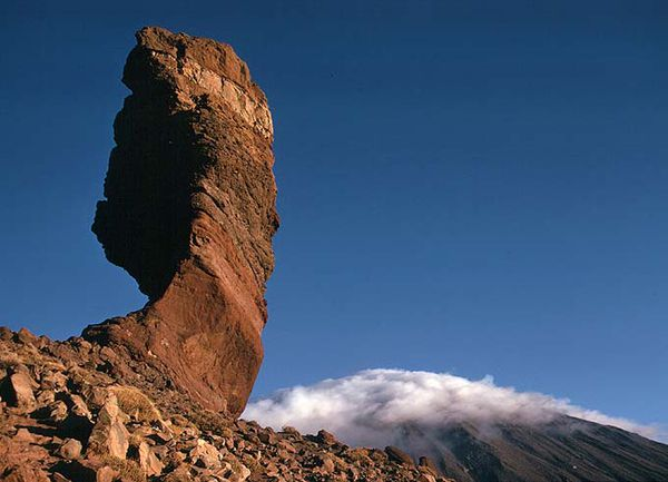 The-Cinchado-rock-of-Los-Roques-de-Garcia-range.jpg