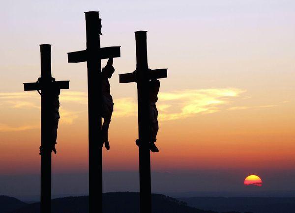 trois_croix.jpg