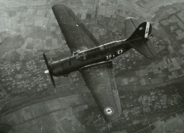 Photo 9 Curtiss Helldiver. phMatra