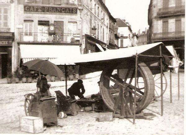 Place du Champ - jour de marché - le remouleur.