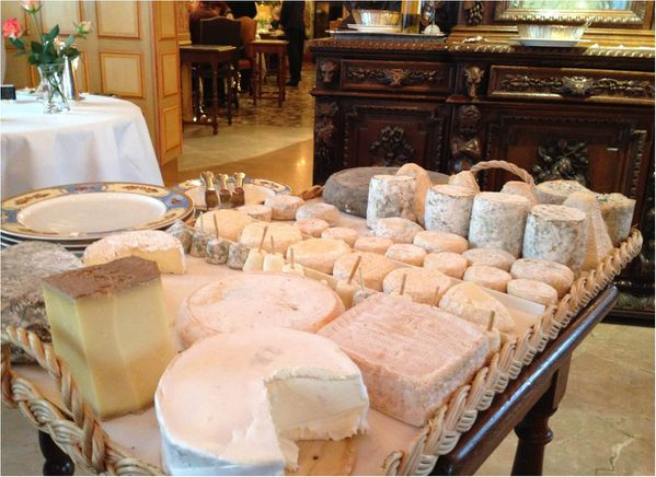 paul-bocuse_plateau-de-fromages.jpg