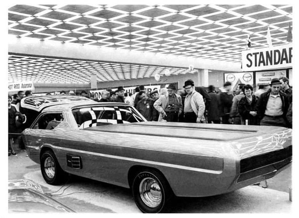 1967_Dodge_Deora_First-showing-Cobo-Hall_11.jpg