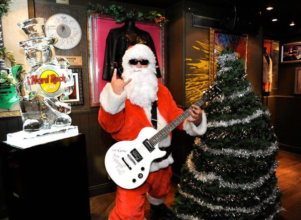 Santa-and-Christmas-Tree-in-Hard-Rock-Cafe-London.jpeg