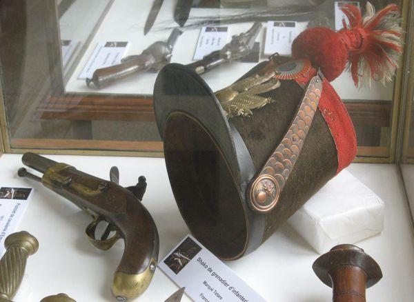musee armures 7- avril 2012-shako cavalerie XIX