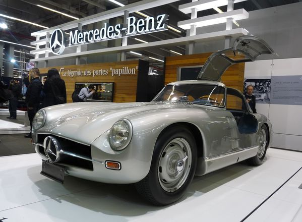 gros plan mercedes 300 sl papillon 1953 renault fr gate la restauration. Black Bedroom Furniture Sets. Home Design Ideas
