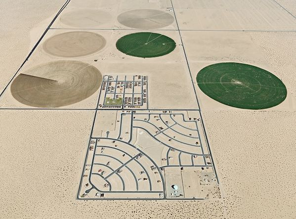 Edward-Burtynsky---Pivot-Irrigation-Suburb--South-of-Yum.jpeg