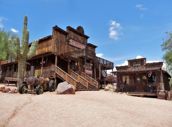 Apache Trail Goldfield Ghost Town saloon b