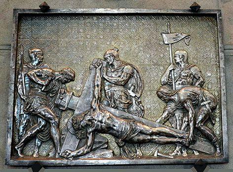 10-Jesus-cloue-sur-la-croix.JPG