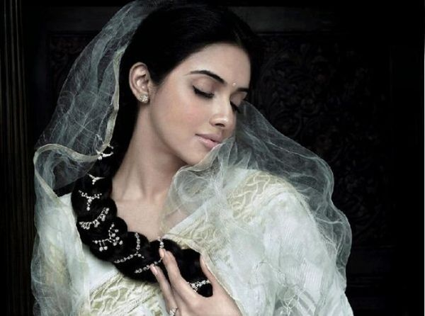 Asin-wearing-Tanishq-s-new-collection-aria-1.jpg