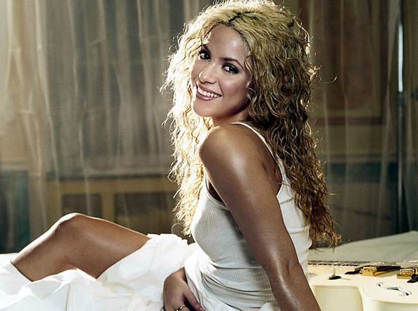 Shakira---Addicted-To-You-1.jpg