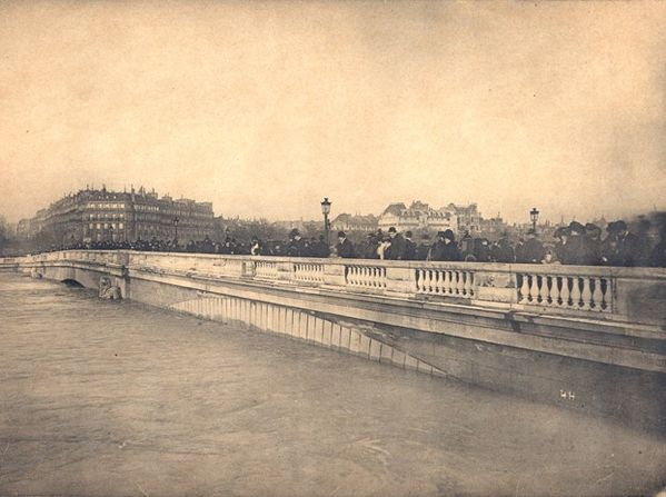 crue-paris-ponte_alma.jpeg