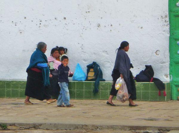 Arrivée San Juan Chamula offrandes
