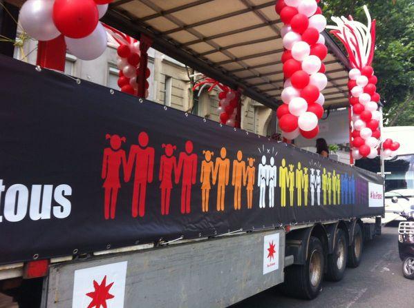 marche des fiertes 2012 ile de france habillage du camion
