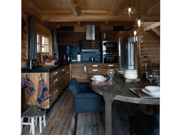 Cuisine-chalet-traditionnel-deco-contemporaine