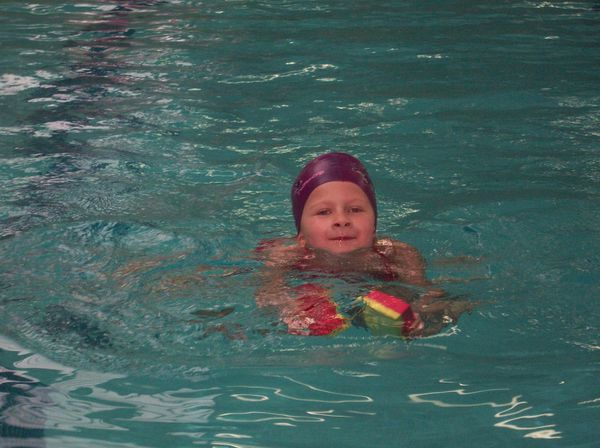 067-Norah-a-la-piscine-jpg