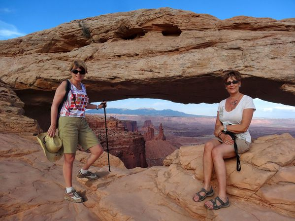 Canyonlands-Mesa-Arch-Moa-et-Martine.jpg