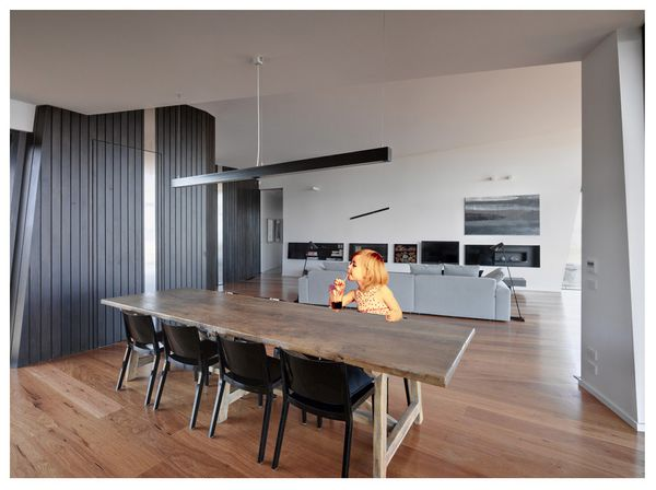 1295966636-1295272149-beached-house-dining-lounge-07