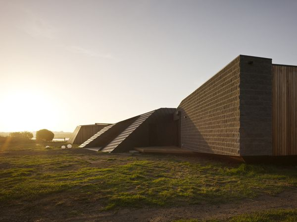 1295966660-1295272182-beached-house-south-east-facade-05