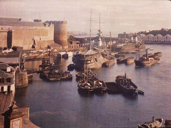 800px-Brest_port_de_guerre_vers_1912_Georges-Claudin_Gervai.jpg