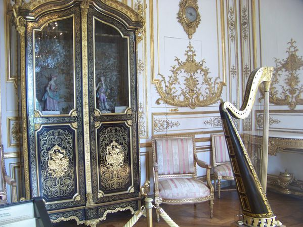 Chantilly nuagesetvent for Le salon de musique