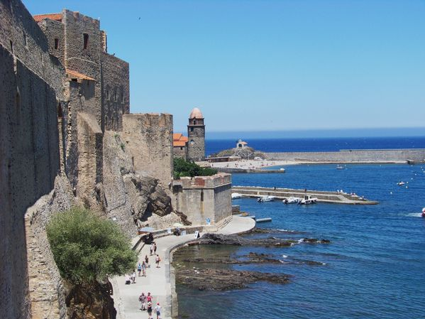 Collioure le long des remparts en bas