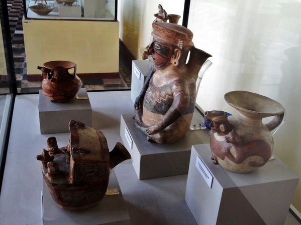 Lima-musee-Larco-poterie-anthropomorphique.jpg