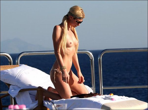Paris-Hilton-Topless-10