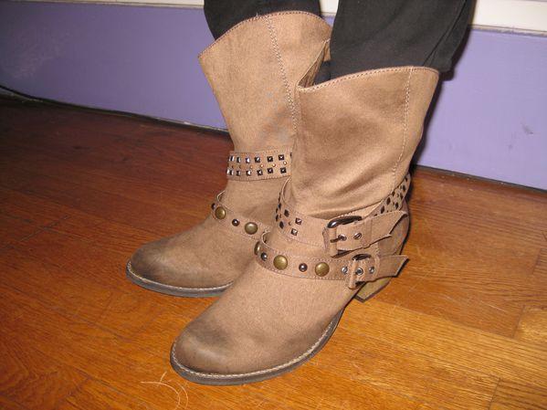 Boots cloutées beiges