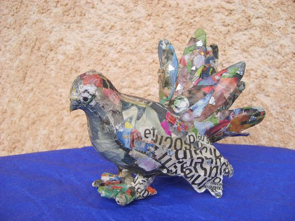 sculpture-colombe-papier-mache-papier-journal.JPG