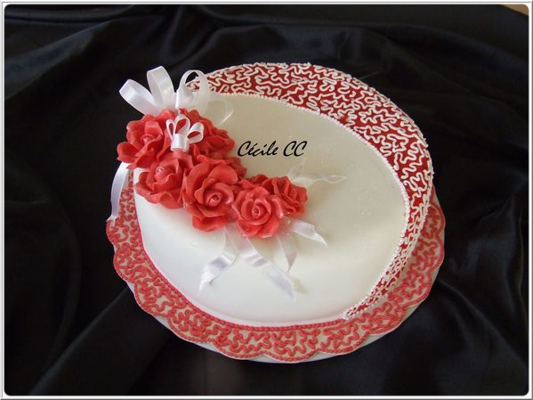 decoration gateau rouge et blanc