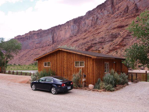 Jour-4-Moab-hotel-cabin.jpg