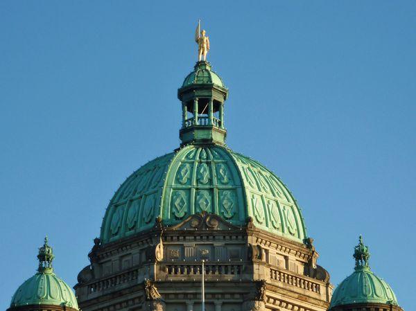 Jour-23-Victoria-Parliament-statue-Vancouver.jpg