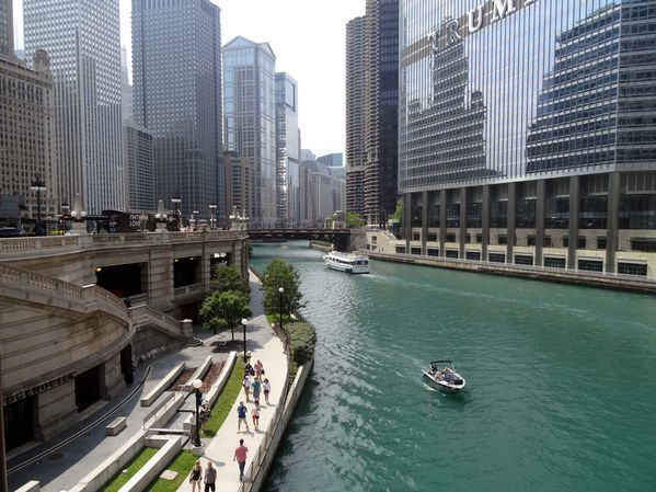 Chicago-river-vue-du-pont-av-Michigan.jpg