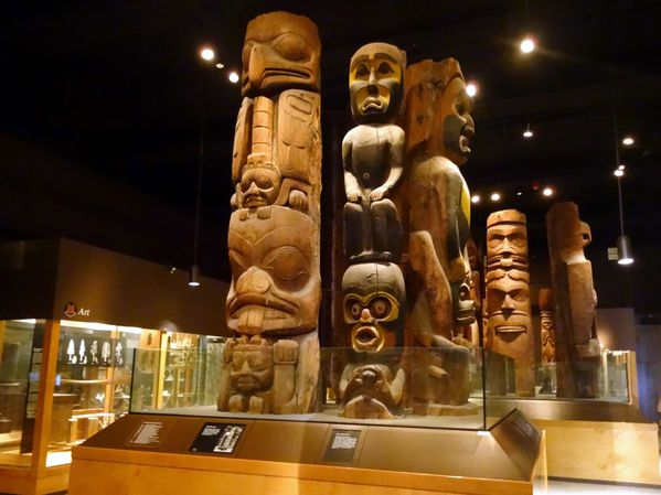 Chicago-Field-Museum-totems.jpg