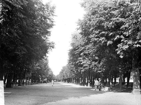 AUTUN 25jb - Promenade des Marbres
