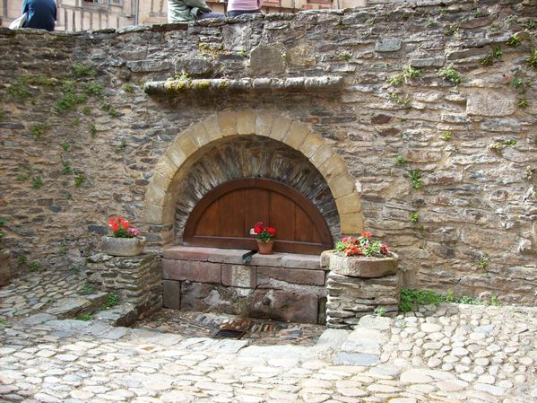 Conques, fontaine