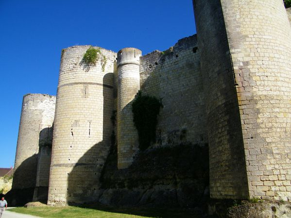 2133 Almond-shaped towers, 1010-1035 Foulques Nera, Loches