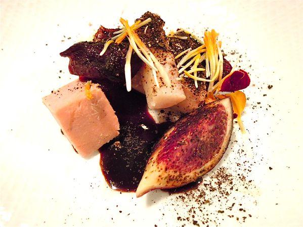 foie-anguille--tagette-rouge-et-poudre-feuille-de-figuier.JPG