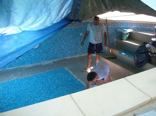 3eme jour de carrelage construction de notre piscine for Blog construction piscine