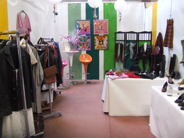 VINTAGE STAND 006