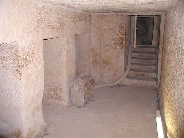 16 menkaure chamber with five niches