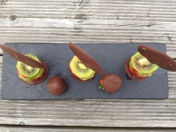 Millefeuilles Fraise Kiwi et sa sucette au Chocolat