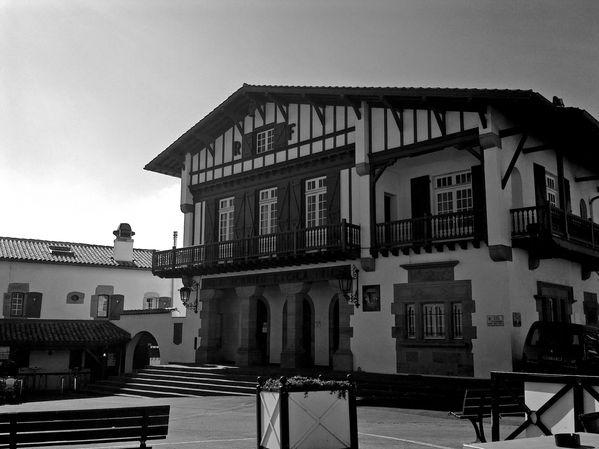 La-mairie-NB.jpg