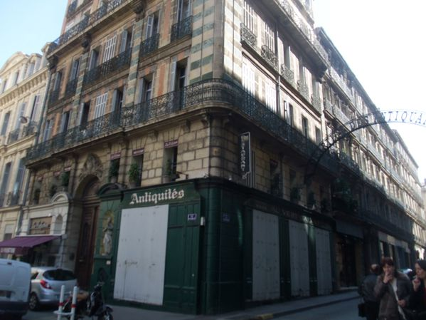 quartier-antiquaires-rue-Edmond-Rostand.JPG